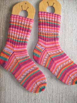 Saras_colorwave_socks